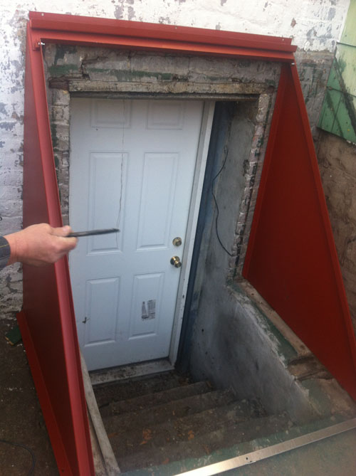 Custom-made Sloped Cellar Door - Construction Process : door waterproofing - Pezcame.Com